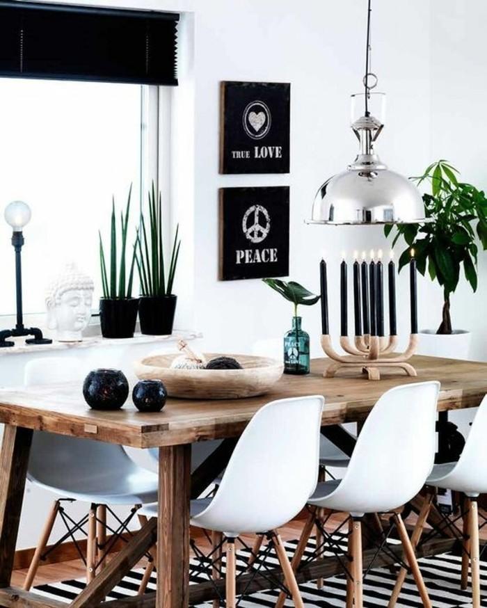 wohn esszimmer mit motivierenden aufschriften dekorieren, wanddeko frieden und liebe weiß auf schwarz, kerzen, deko udeen