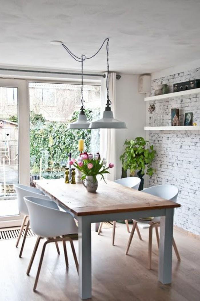 wohn und esszimmer in einem raum kombinieren, tisch mit deko und wandgestaltung ausgetragener effekt, robust und fein
