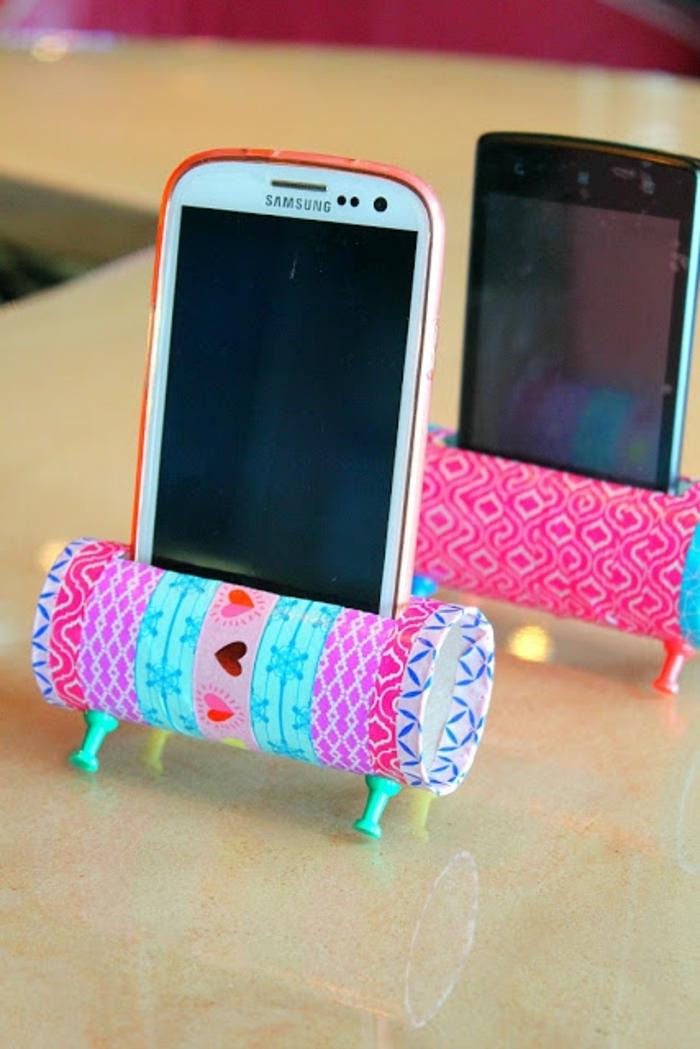 zwei Ständer für SmartPhones, ganz bunt mit Herz Deko, Basteln mit Klopapierrollen