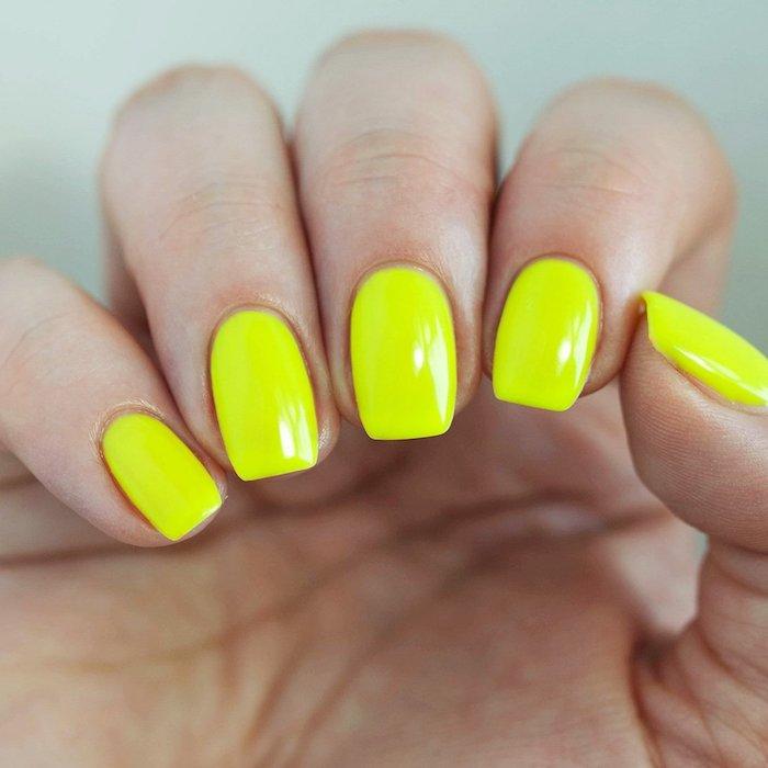 gelnägel formen, anleitung, knallgelber nagellack, natürlich, fingernägel lackieren