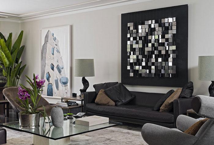 3d wanddekoration in schwarz und silbern, geometrische elemente, wohnzimmer ideen, ledersofa