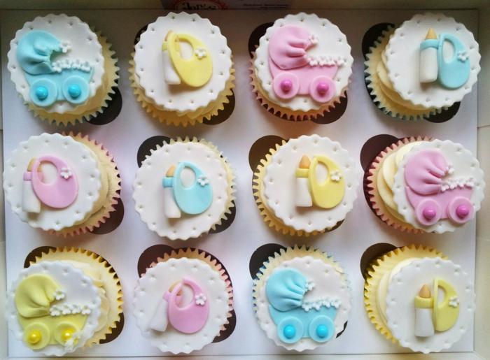 Fläscheen und andere Babysachen auf Fondant Cupcakes zur Dekoration, Babyparty Ideen