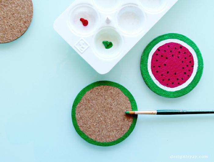 bastelideen zum nachmachen, wassermelone aus stoff, glitter, pinsel, wasserfarbe, malen