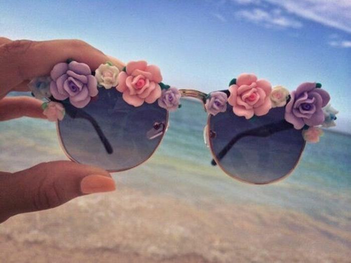 sonnenbrille mit kleinen rosen dekorieren, lustige sommer accessoires, bastelideen für erwachsene