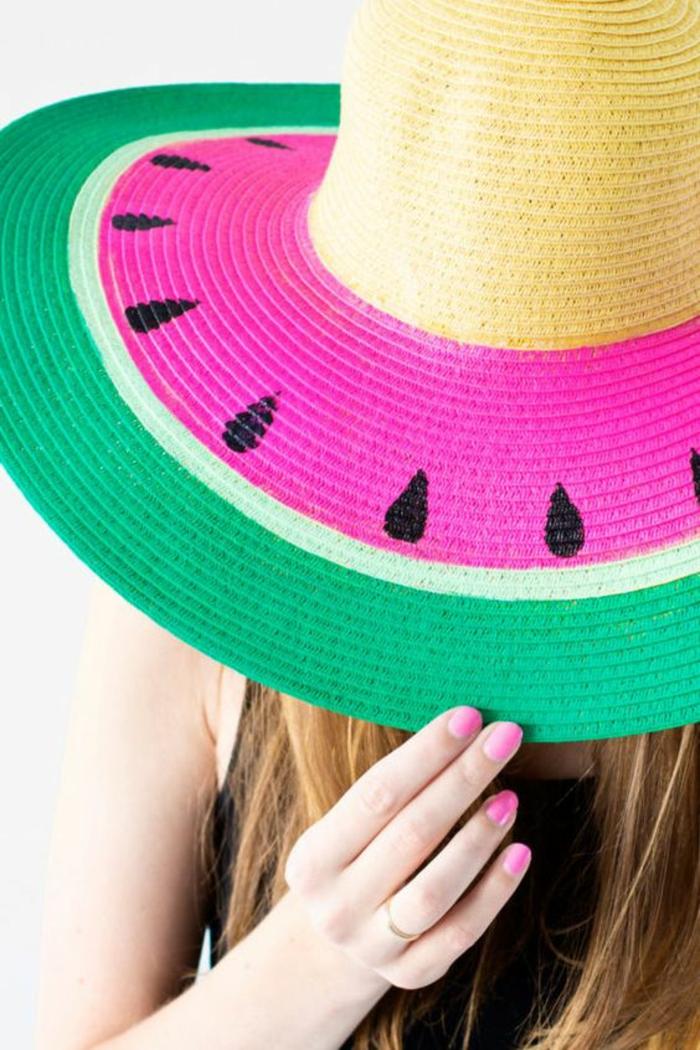 hut als wassermelone selber gestaltten, bastelideen für erwachsene, bunte farben, grün pink schwarze samen
