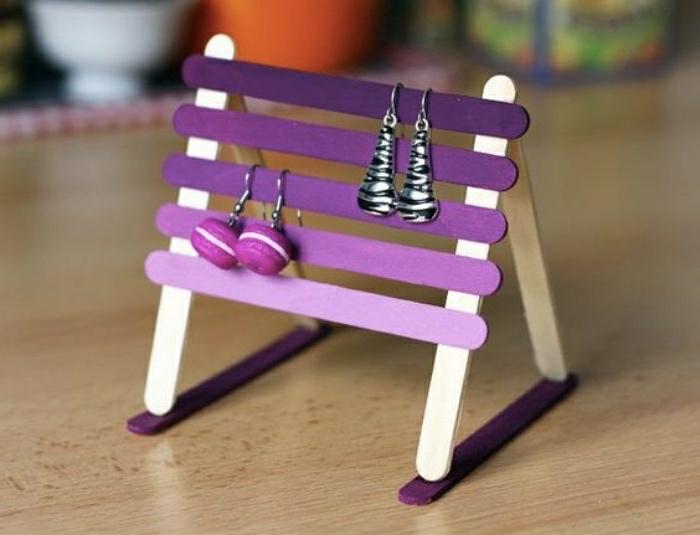 schmuckständer selber bauen aus holzstücke, bastelideen für erwachsene, lila deko ideen, ohrringe