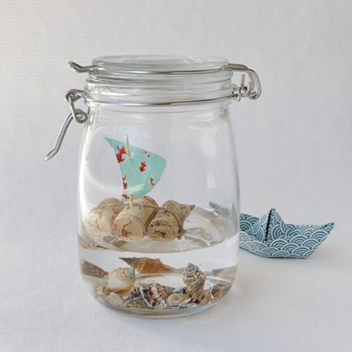deko ideen zum nachmachen, glas, kork, boot, segelboot, kinderspiel in glas