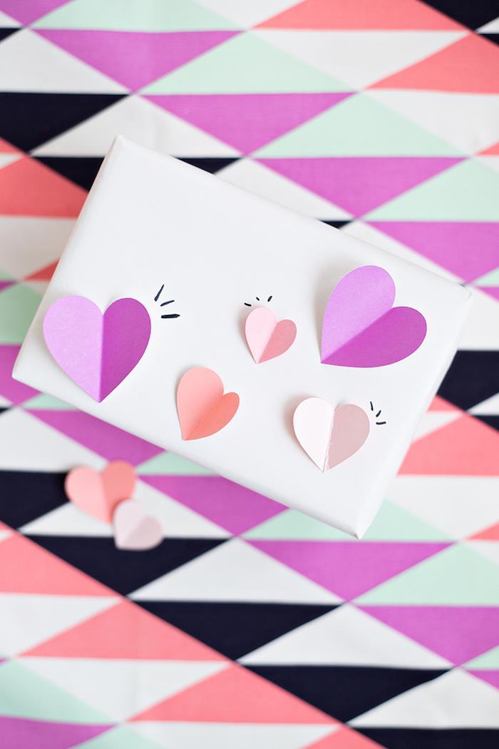 Geschenkverpackung mit süßen 3D Herzen, schlichte Schachtel auffällig machen