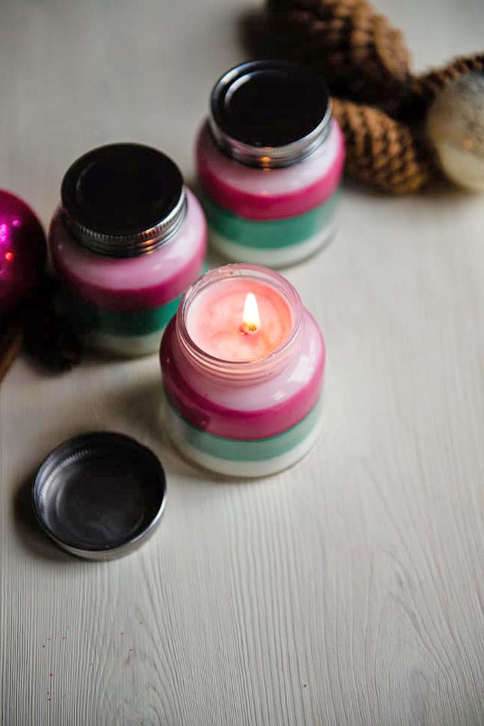 bastelideen weihnachten erwachsene, duftende kerzen in verschiedenen farben, einmachgläser
