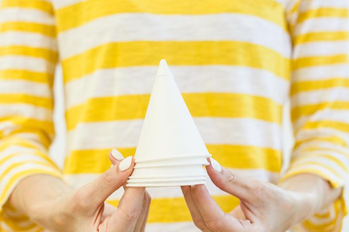Partyhütchen aus Papier selber machen und bemalen, DIY Idee für Kinder und Erwachsene