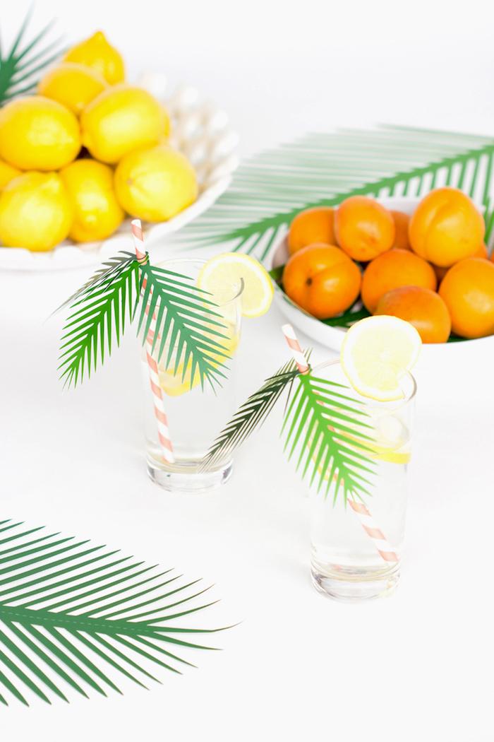 Coole und leichte DIY Idee für Sommerdeko aus Papier, Strohhalme mit Palmenblätter aus Papier dekorieren