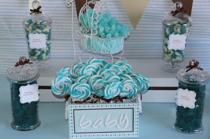 Lutscher, eine Schachtel voller Süßigkeiten in blauer Farbe, Weckgläser mit Bonbons, Babyparty Junge