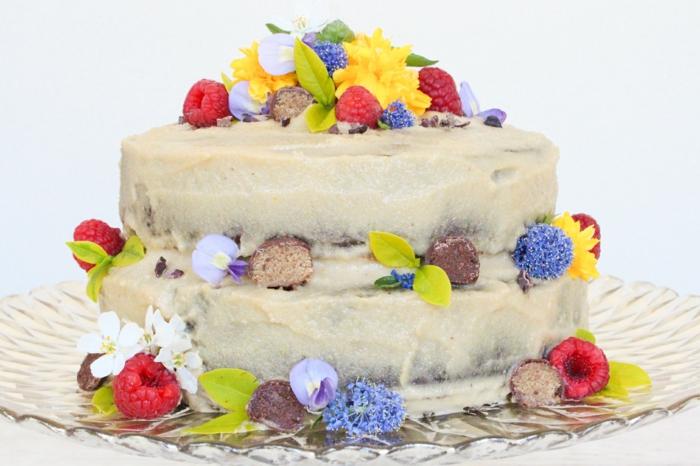 eine bunte Torte, schnelle Torte Rezepte, braune Creme, Himbeere und Pralinen
