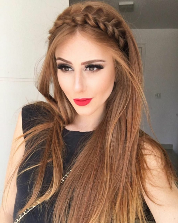 lange Haare, halbfreie Haare, ein Zopf wie Krone, einfache Frisuren und dezentes Make up