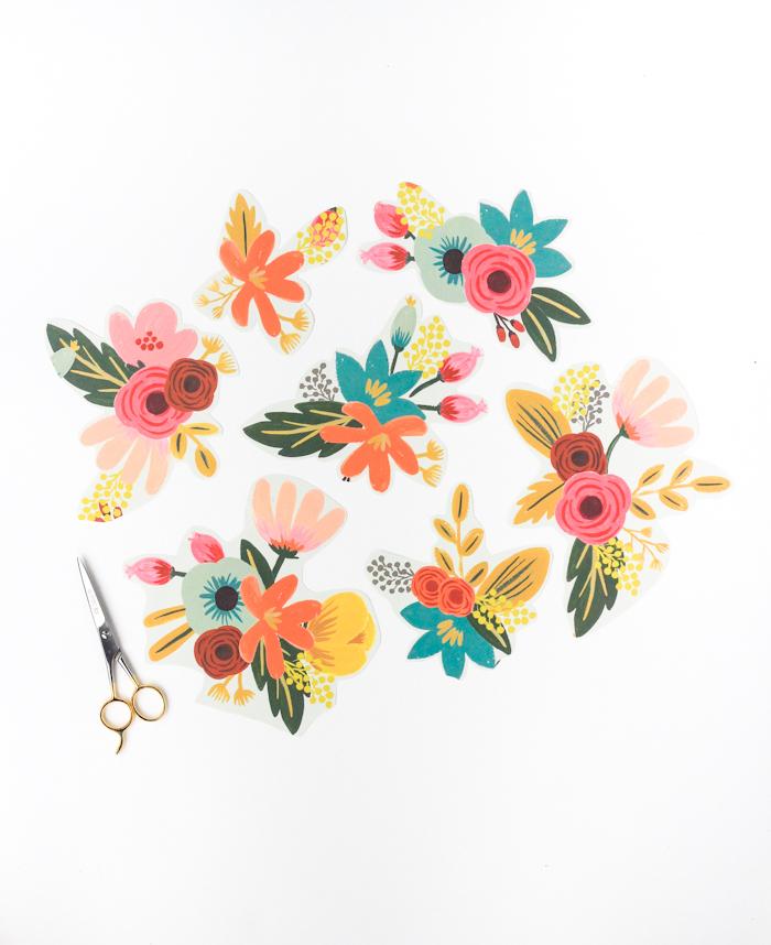 Schachtel mit Decoupage Technik verzieren, Blumenmotive ausschneiden