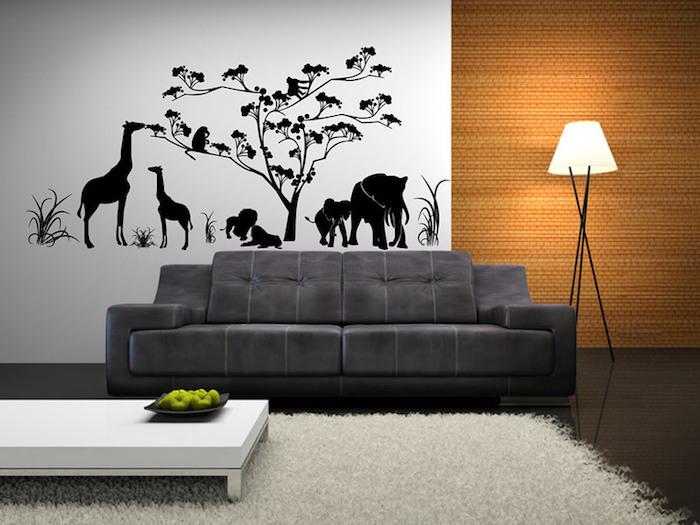 deko ideen wand, wandtattoo mit afrikanischen motiven, zwei giraffen u nd elefanten, baum