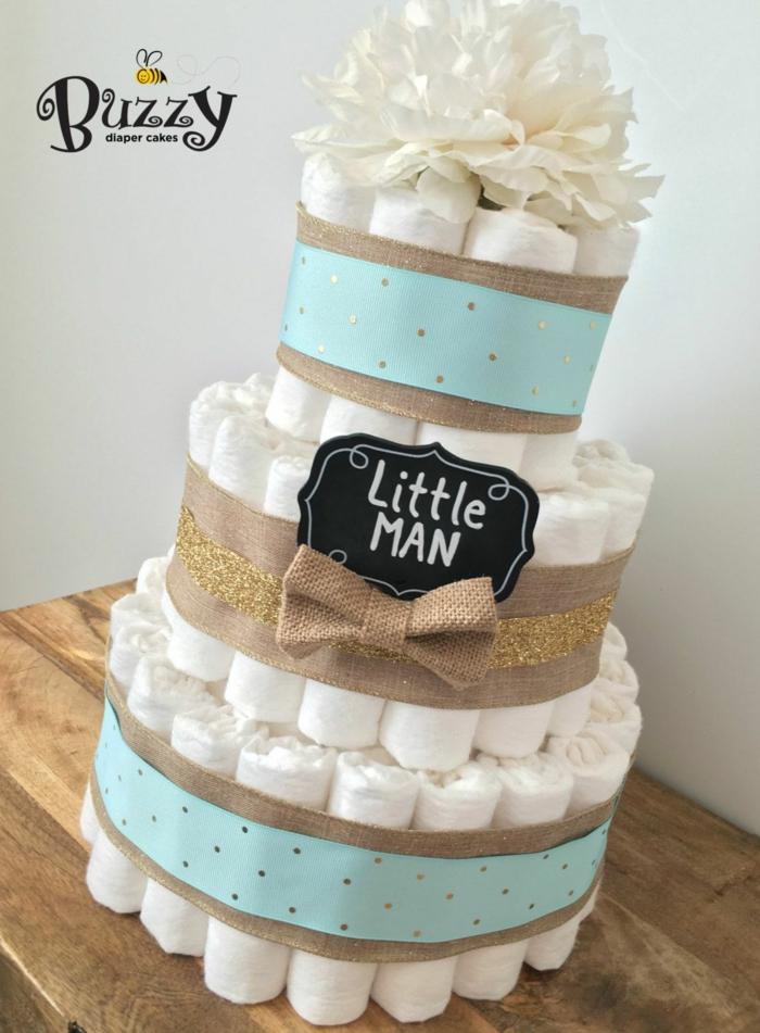 eine Torte für einen kleinen Herr, Sackleinen und blaues Band, Babyparty organisieren