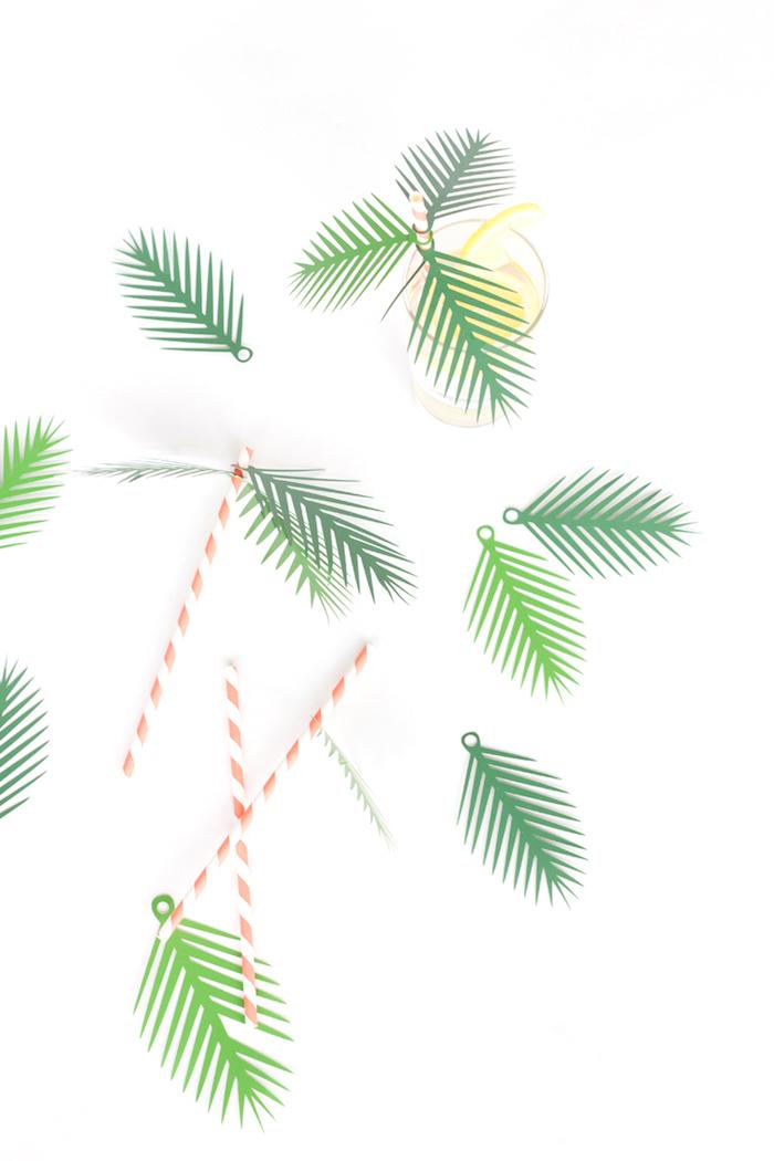 Strohhalme mit Palmenblättern aus grünem Papier dekorieren, coole DIY Idee für Sommerdeko