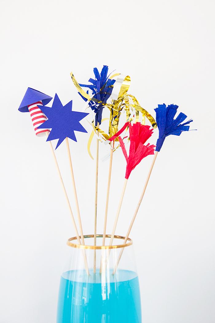 Cocktailstäbchen selber basteln, DIY Deko für Sommerparty, blauer Cocktail