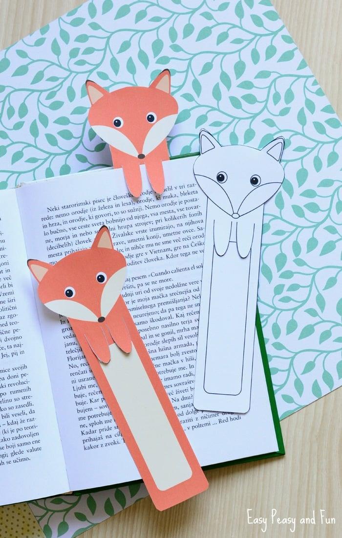 Lesezeichen zum Ausdrucken, drei Füchse aus einem Kinderbuch, zwei gefärbte und ein weißer