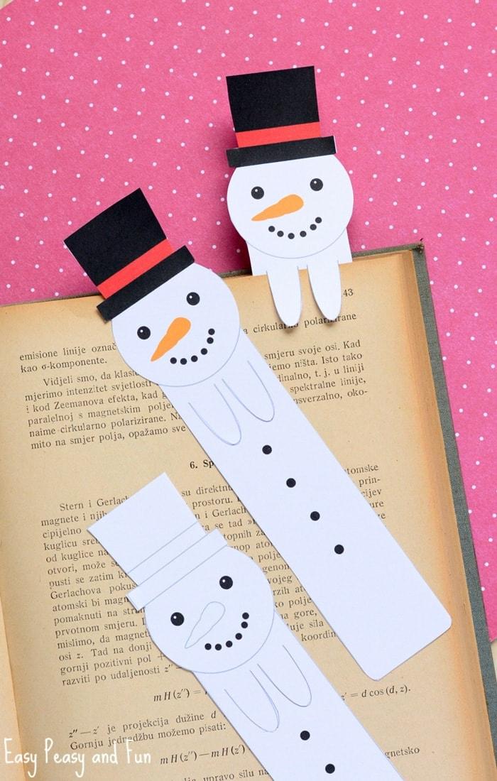 drei Schneemänner, Lesezeichen zum Ausdrucken, schwarze Mützen und Möhrennasen