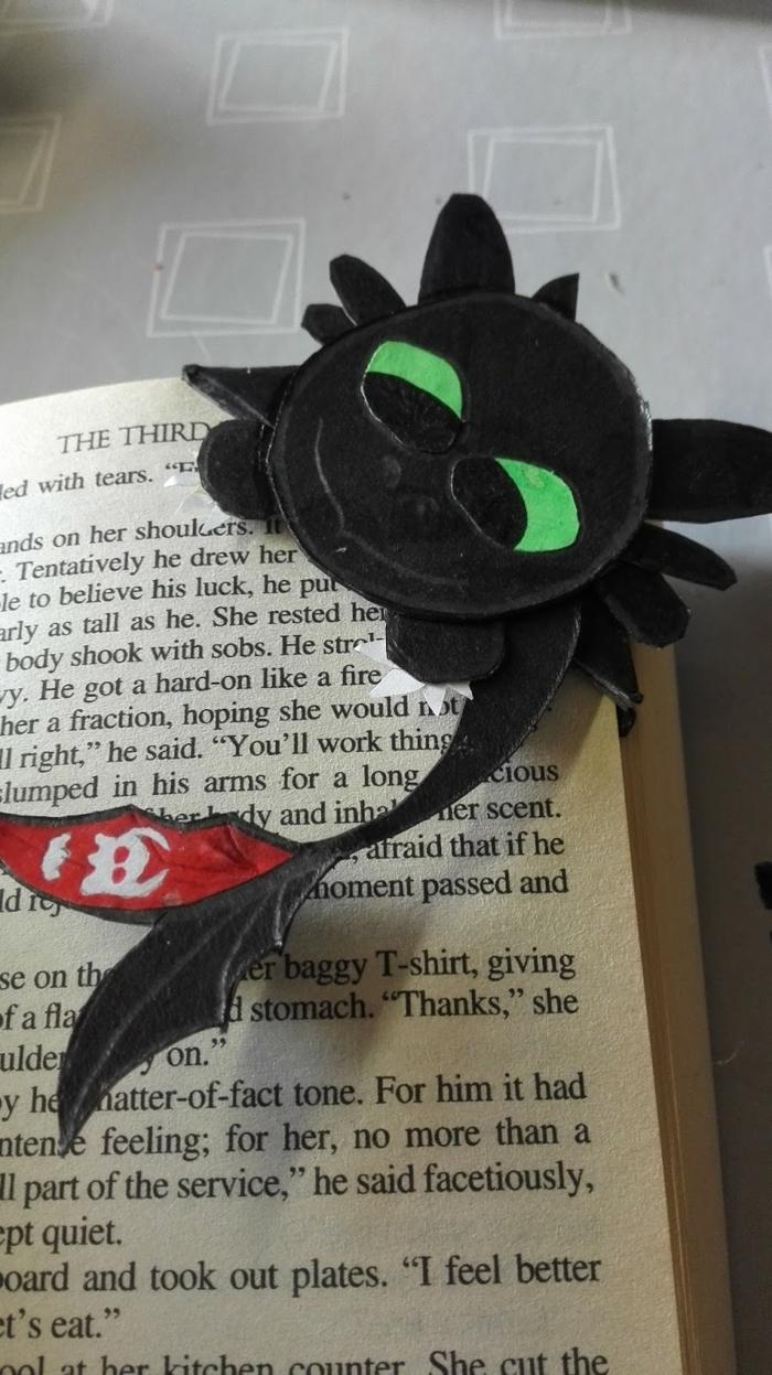 ein schwarzer Drache, Zahnlos, aus Drachenzähmen leicht gemacht, Ohnezahn als Ecklesezeichen, Lesezeichen gestalten