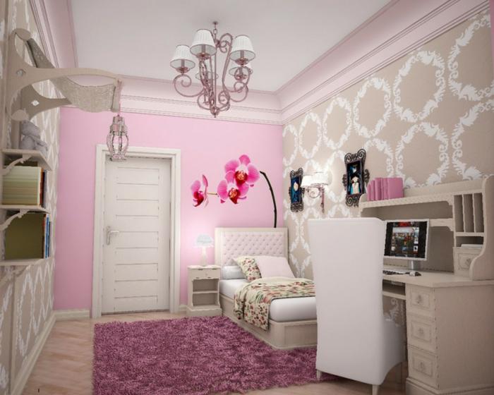 lila Teppich, ein kleines Bett, ein weißer Schreibtisch, rosa Blumen als Wandtattoo, rosa Wand