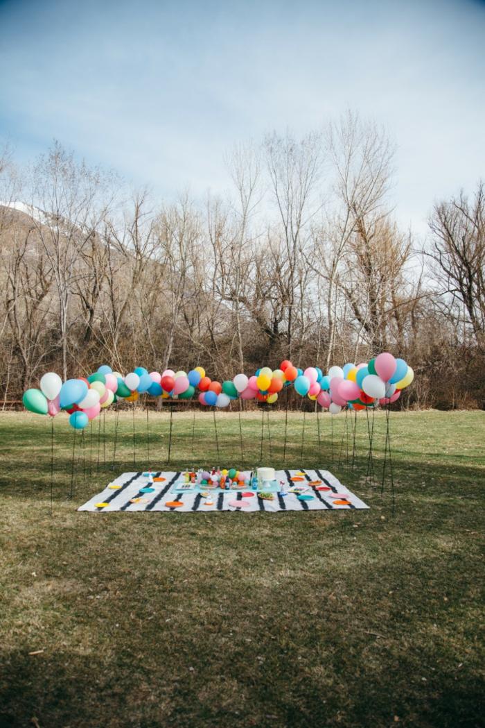Ballons in blauer, rosa, weißer, roter, grüner und gelber Farbe, Picknick Babyparty Deko Set