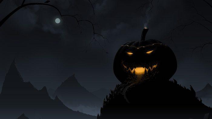 ein schwarzer himmel mit einem weißen kleinen mond, berge mit wald mit schwarzen bäumen, ein schwarzer großer halloween kürbis mit gelben augen, gruselige kürbisgesichter