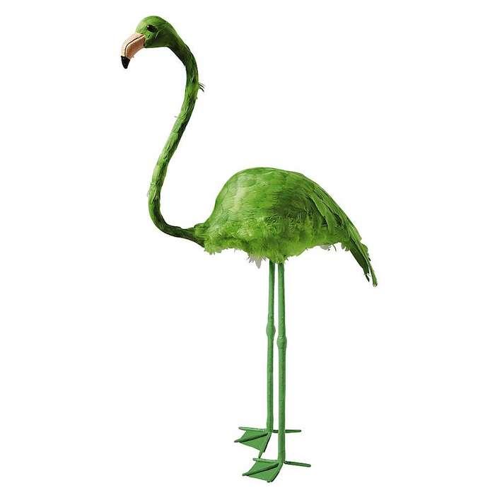 große grüne dekorative flamingo mit grünen flügeln und mit grünen federn und schwarzen augen, garten deko ideen