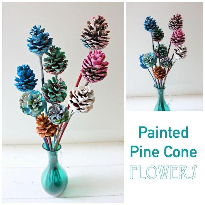 eine kleine blaue vase mit vielen grünen, blauen und violetten und orangen blumen aus bemalten tannenzapfen, deko mit tannenzapfen