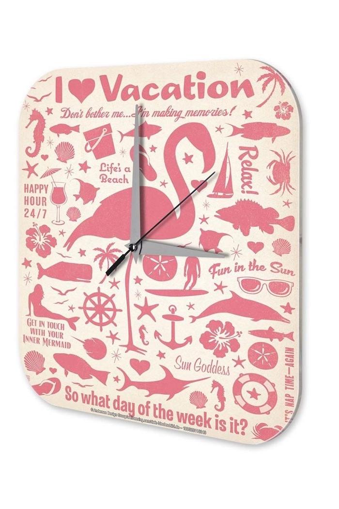 ein pinke uhr mit einer pinken flamingo mit pinken federn, einem pinken anker und pinken fischen, flamingo deko