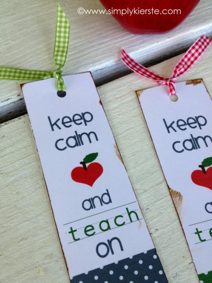 zwei Lesezeichen in weißer Farbe, ein Apfel in der Form von Herz, Lesezeichen für Lehrer, Lesezeichen selber basteln