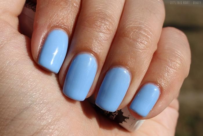 fingernägel selber machen, natürliche maniküre, blauer nagellack, foto