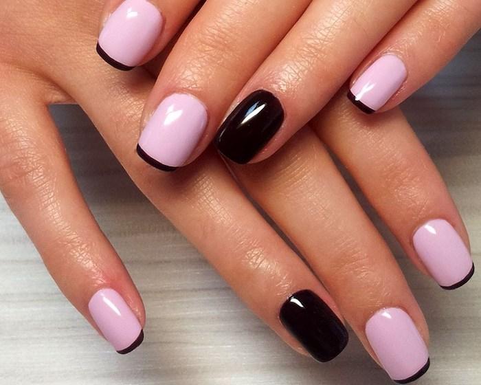gelnägel natur rosa, zwei hände, französische maniküre in rosa und schwarz