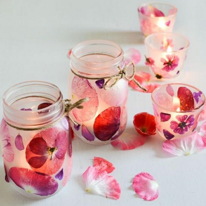 geschenke basteln, kerze und kerzenhalter selber machen und in glas dekorieren, blumen