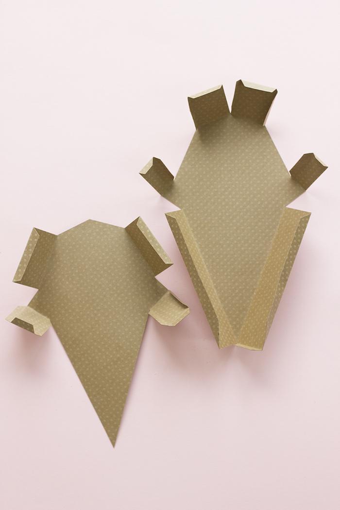 Geschenkschachtel aus Tonkarton selber machen, in Form von Eiscreme