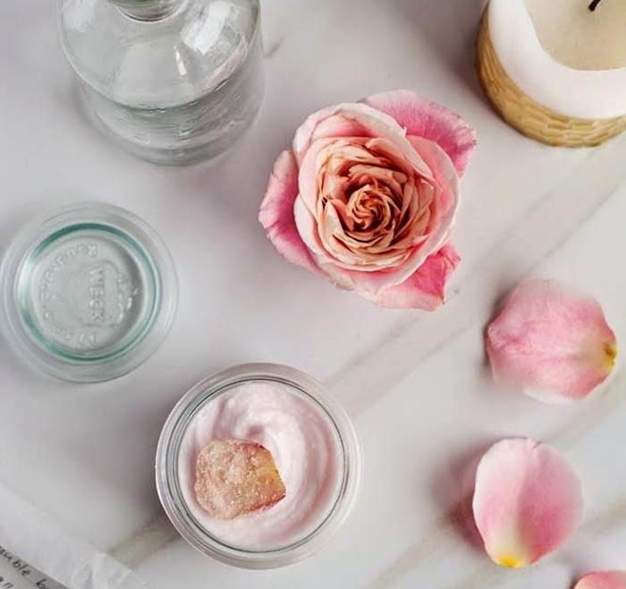 geschenk beste freundin selber machen, bodybutter mit hobiskus und rose, rezept, naturkosmetik