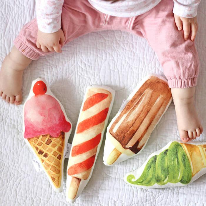 Kleine Kissen in Form von Eiscremen, Spielzeuge für Babys, Ideen für Taufgeschenk