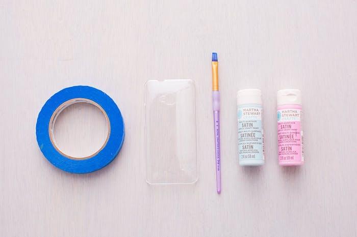 geschenk beste freundin selber machen, materialien, handyhülle selber machen, rosa und blaue farbe, pinsel