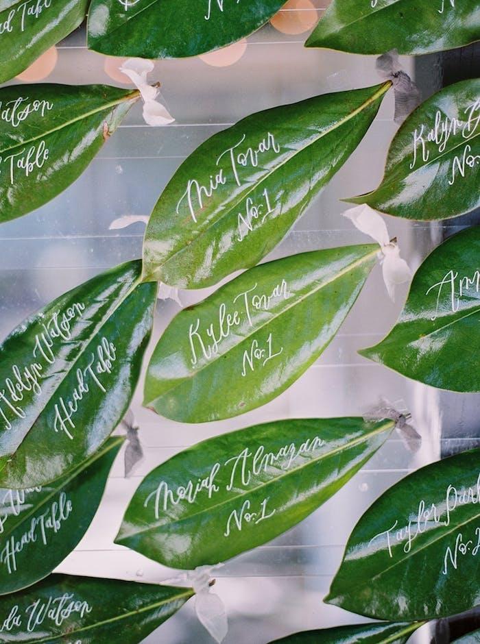 Kreative Idee für Hochzeitsdekoration, Blätter beschriften und lackieren, mit personalisierter Botschaft