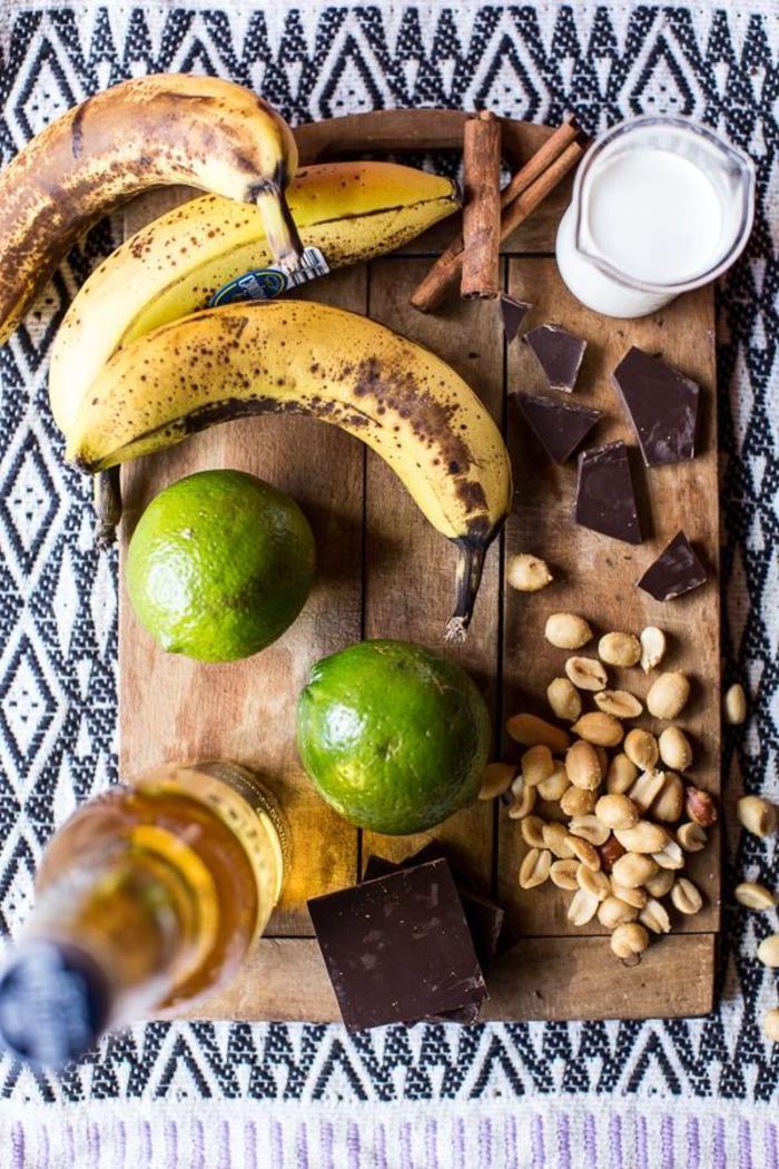 vegetarisches weihnachtsmenü die produkten, die sie brauchen um pannierte bananen zuzubereiten