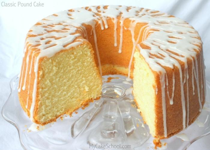 ein Kuchen mit Zitronenboden und weiße Creme, einfache Tortenrezepte