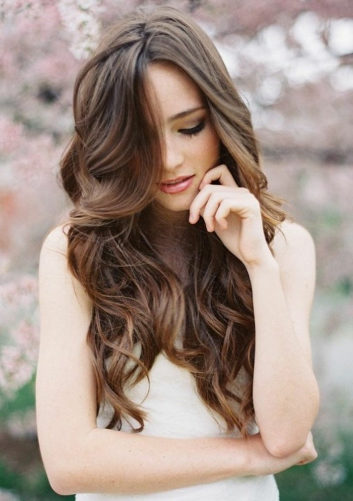 Make hairstyles for long hair yourself, brown hair with bangs, side stylus