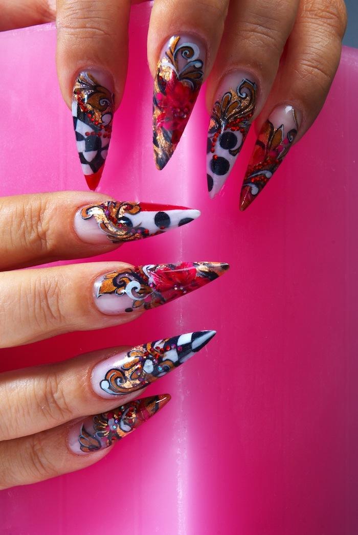 lange schöne gelnägel, spitze nägel, rosa blumen, buntes motiv, stiletto, geometrische elementen