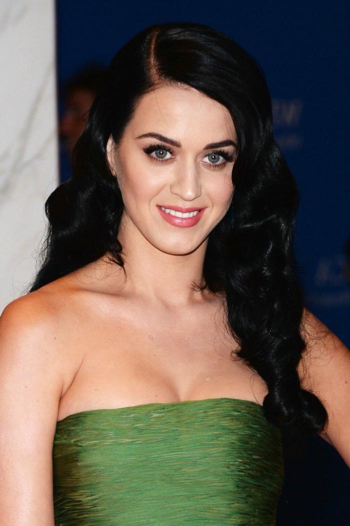 Ketty Perry, green dress, long black hair, casual curls, long hair hairstyles