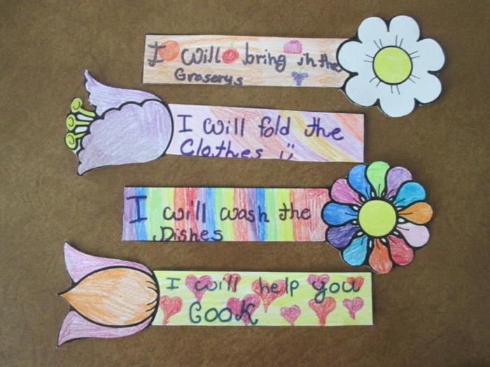 Lesezeichen drucken und ausmalen, Geschenke zu Muttertag mit der Form von Blumen