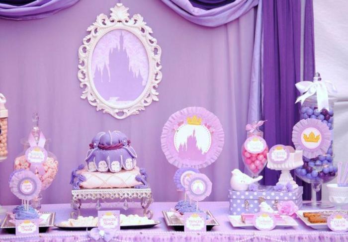 lila Deko für eine kleine Prinzessin, Disney Motiven, eine lila Torte, Deko für Babyparty