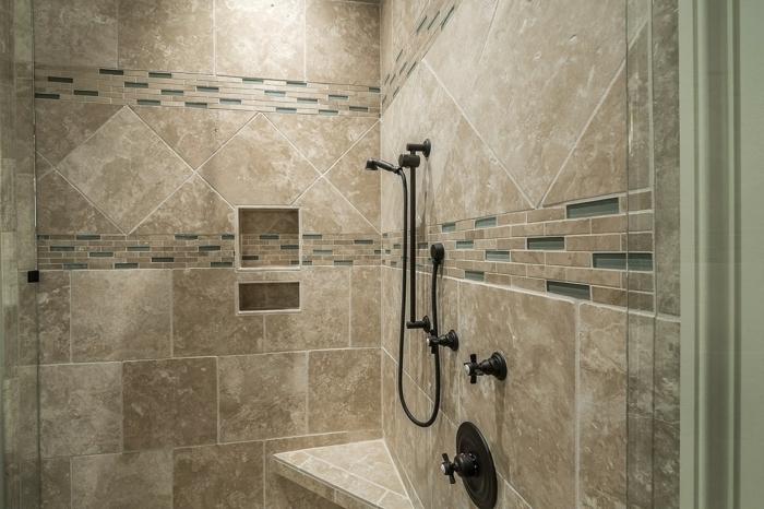 moderne Duschkabinen, Farbgestaltung im Bad
