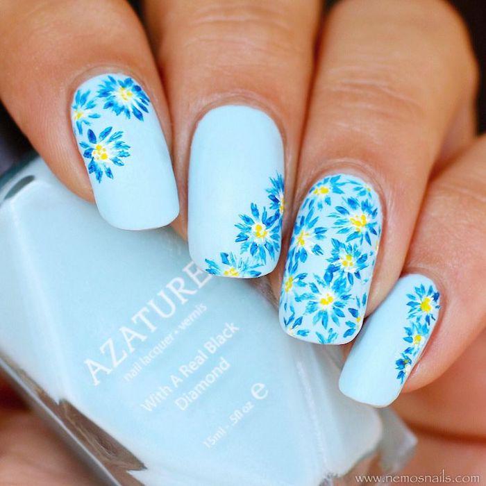 nageldesign selber machen, sommerliches nagellack in himmelsblau, blumen muster